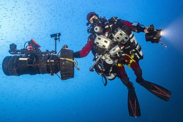 Planète Méditerranée est un film de Laurent Ballesta qui relate le confinement volontaire et préparé de passionnés dans le but d'explorer les fonds marins.