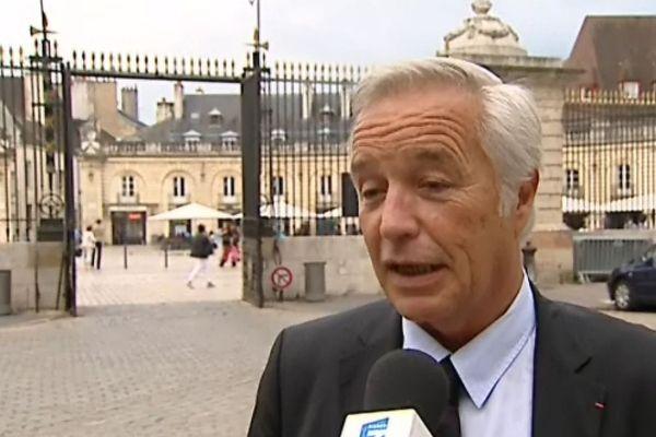 François Rebsamen, dans la cour du Palais des Ducs de Dijon (archives)