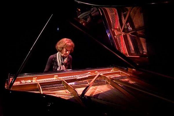 """La pianiste Anne Queffélec a ouvert ce jeudi le festival """"Via Aeterna"""" en Baie du Mont-Saint-Michel"""