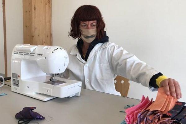 Les couturières du Centre Val-de-Loire fabriquent des masques pour les commerçants, les soignants et tous les professionnels qui ne sont pas équipés.