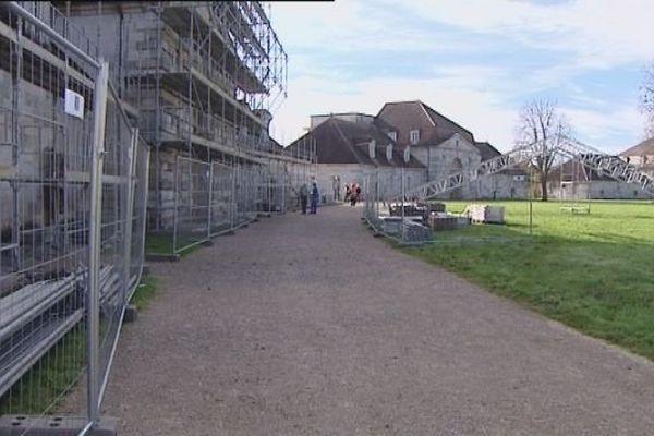 Les travaux de restauration des toitures de la saline d'Arc-et-Senans