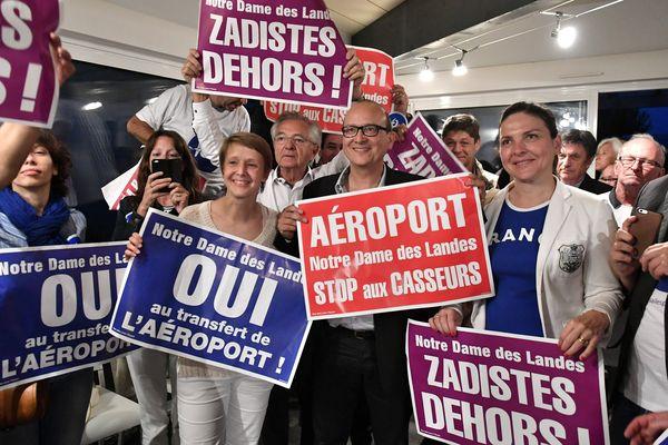 Au quartier général des pro aéroport joie des militants du oui Nantes le 26/06/2016