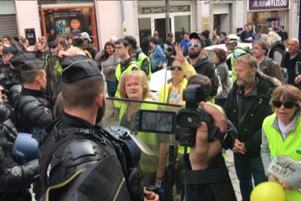 En marge de la visite ministérielle, une trentaine de gilets jaunes et de militants d'extrême gauche ont manifesté
