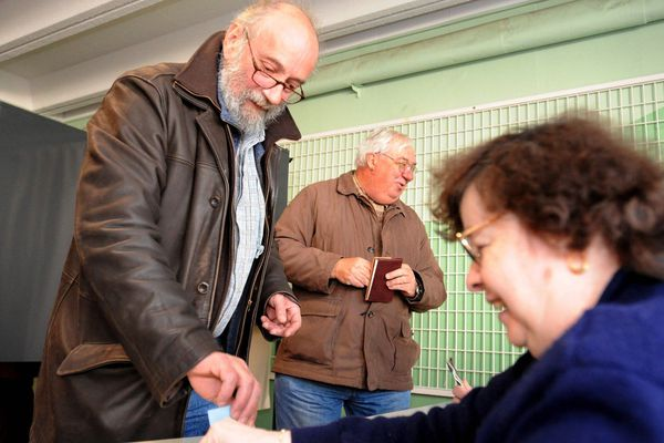 Leader de l'extrême-gauche de Clermont-Ferrand, le docteur Alain Laffont est décédé d'un arrêt cardiaque, mercredi 13 juin, à l'âge de 70 ans. Ce médecin de quartier était « infatigable, jamais blasé ni résigné mais surtout profondément humain », se souviennent ses camarades de la France Insoumise. Alain Laffont était aussi un homme de conviction.