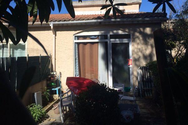 25/04/16 - La victime était domicilié dans cette mini villa. Selon le témoignage de voisins, elle n'avait plus donné signe de vie depuis plusieurs semaines.
