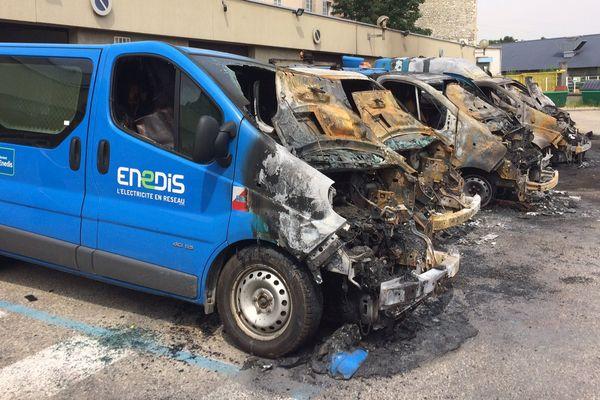 Les véhicules du fournisseur d'électricité ont été brûlés dans la nuit.