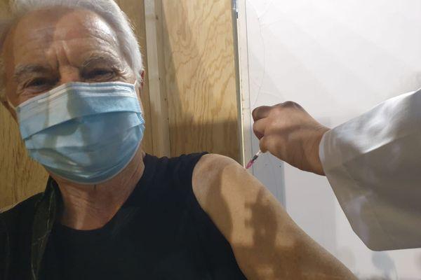 Joseph, 81 ans, au centre de vaccination de Rennes