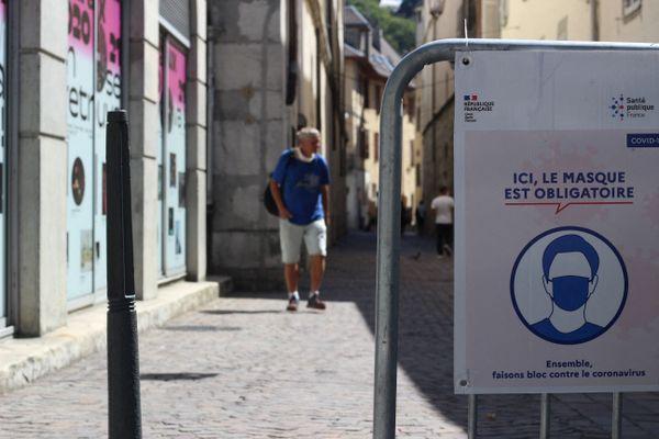 Le masque est désormais obligatoire dans tout le centre de ville de Chambéry (Savoie).
