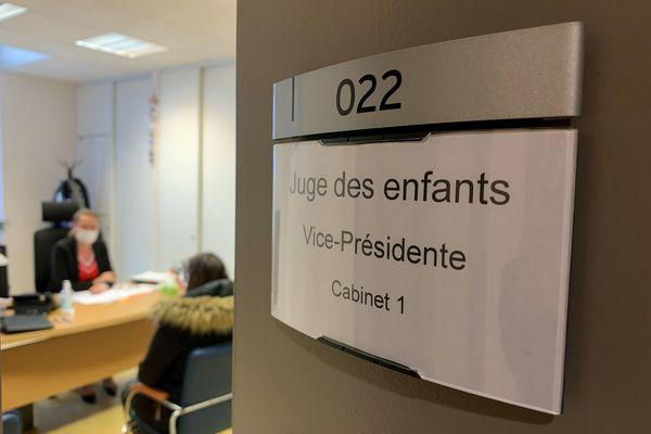 """Les audiences d'assistance éducative représentent 80 % du travail réalisé par la juge des enfants de Brest. """"Mon rôle est de protéger l'enfant"""" dit-elle"""
