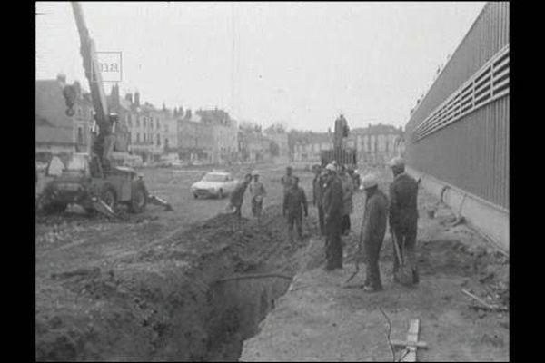 Tours : des travaux de démolition des anciennes halles ont endommagé des cables téléphoniques en 1976