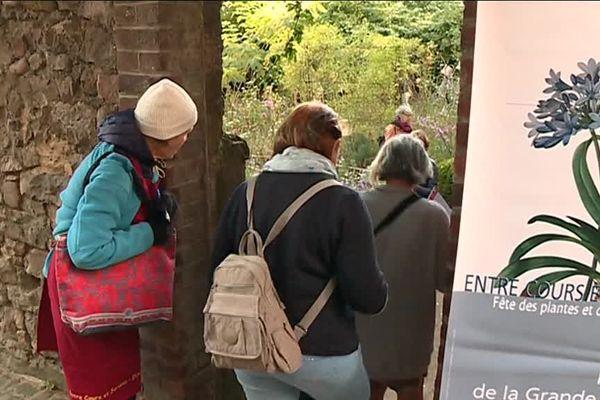 """Passez de l'autre côté des murs du Vieux Mans grâce au rendez-vous """"Entre cours et jardins""""."""