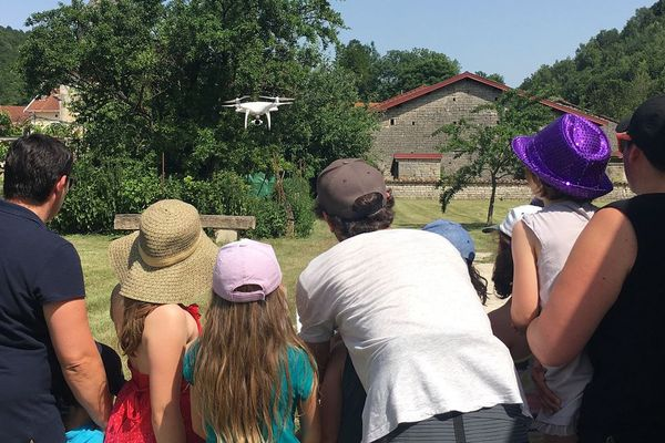Les écoliers de Chevillon ont adoré travailler sur leur clip et particulièrement avec le drone