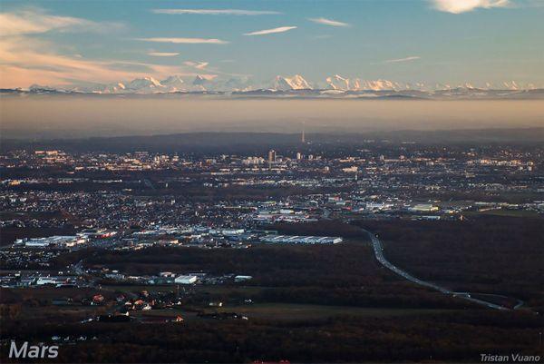 Mulhouse sur fond d'Alpes.