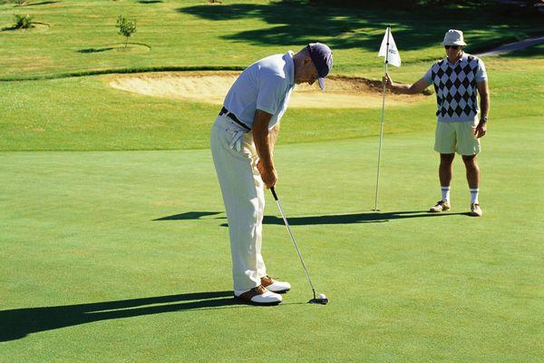 Le vainqueur du tournoi gagnera une moulure sur une plaque de chêne massif du grip de Ben Hogan, légende du golf américain.
