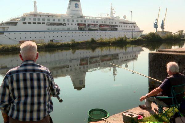 Sur le canal de l'Orne, le World Odyssey fait désormais partie du paysage