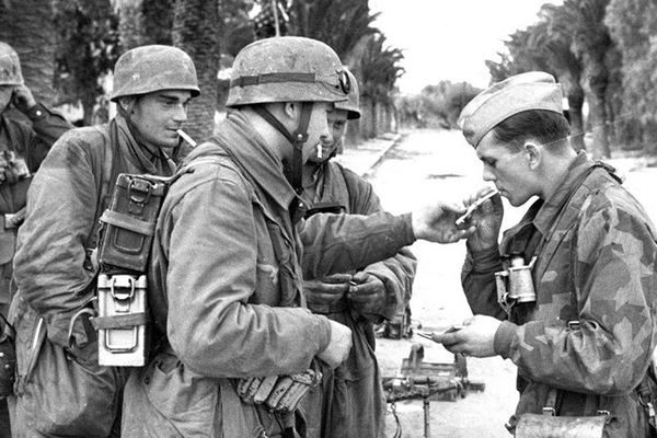 Des soldats de la seconde guerre mondiale sur le front des Ardennes