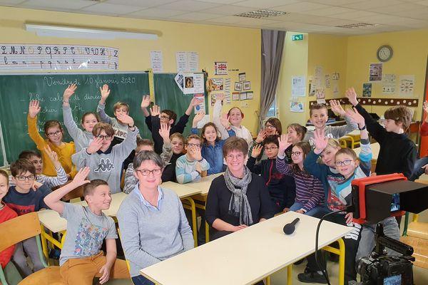 Les élèves de l'école Saint-Joseph de Conlie (Sarthe) et leurs enseignantes