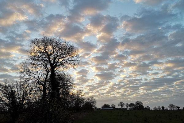 Ciel pommelé au dessus de Rennes - Martial le Carrour