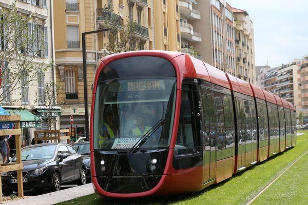 La nouvelle ligne 2 de Nice sillonne Nice de Cadam à Magnan.
