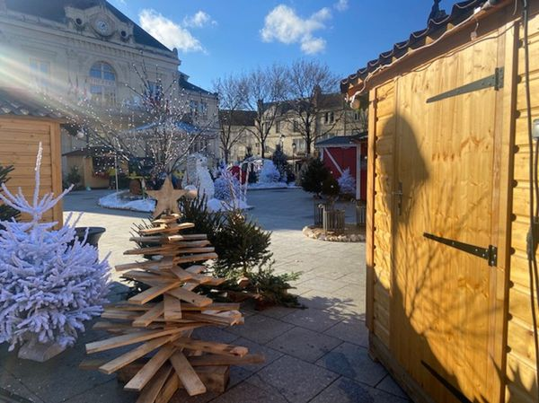 13 chalets sont installés, sur la place Aristide Briand, dans le respect du protocole sanitaire.