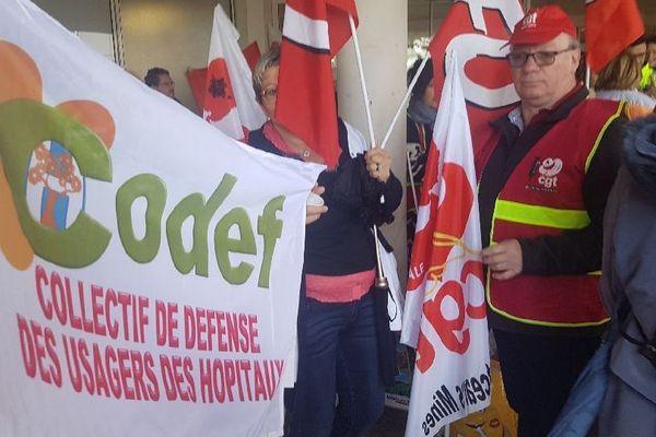 Le Codef (Collectif de défense des usagers des hôpitaux) était présent à la manifestation du 9 mai 2019 devant le centre hospitalier de Montceau-les-Mines, en Saône-et-Loire.