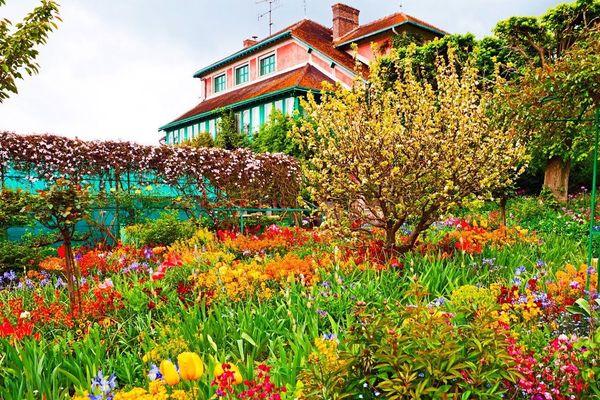 """Nous saurons mercredi soir sur France 3 si Giverny, qui abrite la maison, l'atelier et les jardins de Claude Monet, devient le nouveau """"Village préféré des Français"""". L'ensoleillement y deviendra en tout cas généreux, en ce lundi après-midi."""