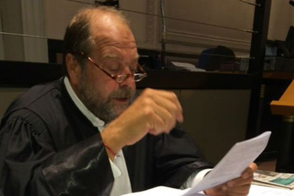 L'avocat Eric Dupond-Moretti ce mercredi matin en train de préparer la défense de l'accusé.