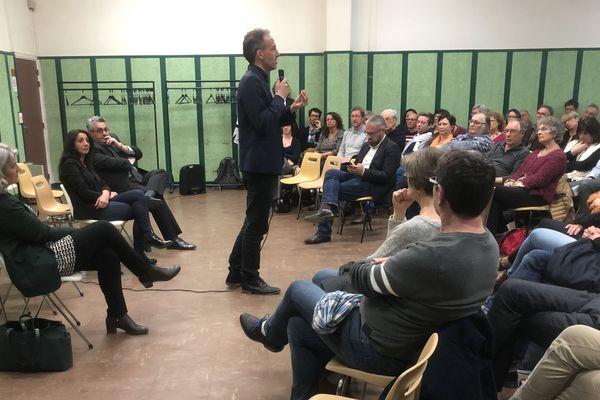 Deux cents personnes ont assisté à la réunion publique de Raphaël Glucksmann, tête de la liste soutenue par le PS aux élections européennes