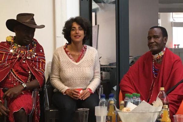 Kenny Matampash et Sekerot Ole Mpetti attendent leur intervention, accompagnés par Sandrine Ankaoua, ce lundi 6 mai à Strasbourg.