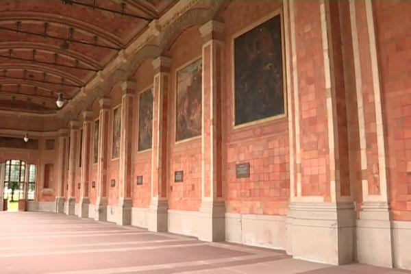 La galerie de la Trinkalle, avec ses colonnes et ses mosaïques, est très prisée des touristes.