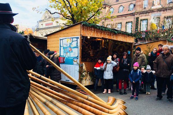 Au son du cor des Alpes, la 33ème édition du marché de Noël de Montbéliard vient de s'ouvrir