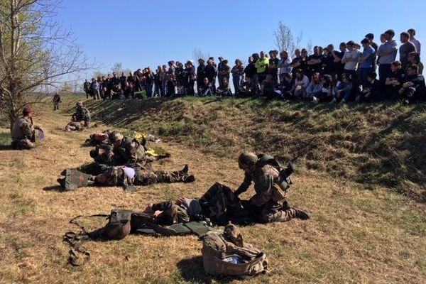 Les participants ont assisté à une démonstration de sauvetage au combat en milieu hostile