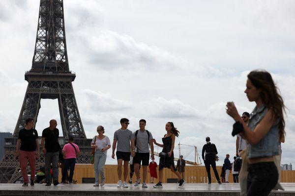 Les touristes sont de retour vers les monuments de Paris
