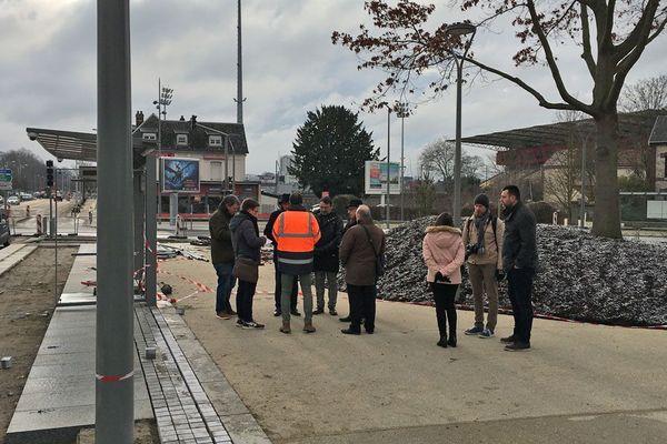La future station T4 place des Bryuèrres, près du stade Robert Diochon (dont les tribunes sont visibles à droite de la photo)