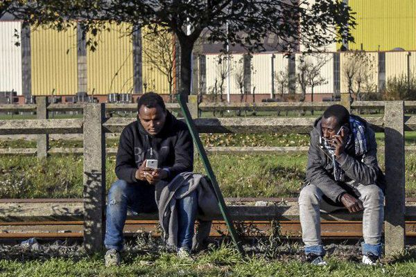 Les dispositifs d'accueil pour migrants ne sont pas ouverts en permanence