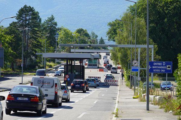 La douane de Meyrin à la frontière entre la France et la Suisse.