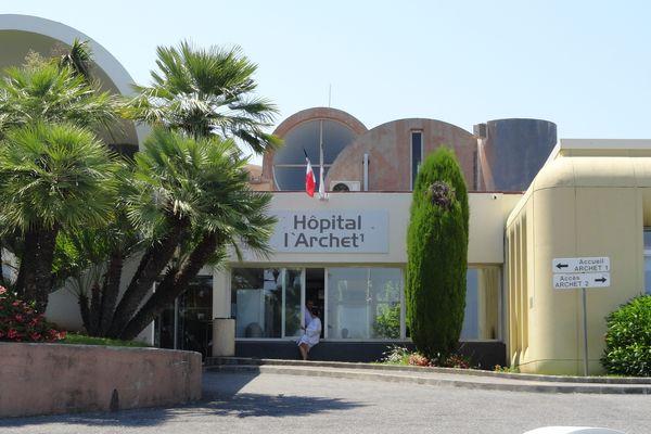 Les opérations non urgentes reportées dans les hôpitaux. Le ministère de la Santé demande à tous les hôpitaux de déprogrammer les opérations chirurgicales non urgentes. La mesure doit permettre de déployer davantage de moyens hospitaliers pour lutter contre le coronavirus Covid-19.