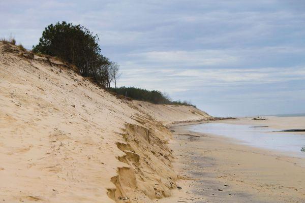 Archives 2017 : la plage du Petit Nice marquée par l'érosion après une tempête hivernale, à La Teste-de-Buch, en Gironde.