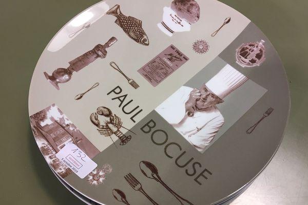 Plus d'une centaine de lots et d'objets de Paul Bocuse sont mis en vente aux enchères à Lyon, samedi 5 octobre.