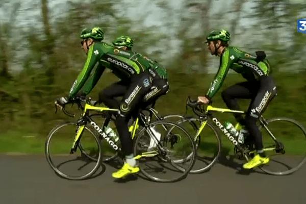 Sortie de 3 coureurs de l'équipe Europcar entre la Roche sur Yon et les Essarts.