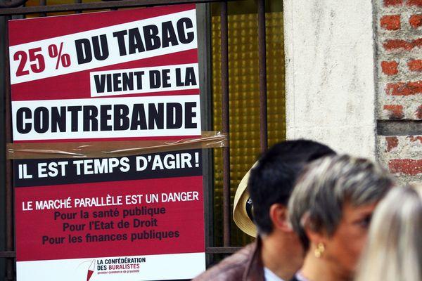 Selon les buralistes manifestant à Perpignan en septembre 2015, 25% de la consommation de tabac échapperait au marché français. Archives