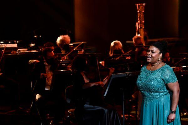 """Âgée de 30 ans, Marie-Laure Garnier a appelé à """"combler le manque d'institutions qui permettent de former des jeunes au chant lyrique"""" dans les territoires d'outre-mer."""