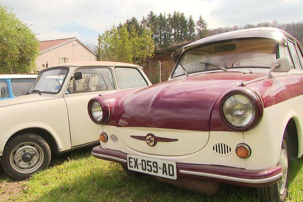 La Trabant a très peu évolué depuis sa conception dans les années 50. Elle a parfois fait preuve de fantaisie, comme avec la commercialisation de ce modèle bicolore, directement inspiré des voitures occidentales de l'époque.