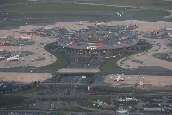 Un projet de loi veut privatiser le Groupe ADP (anciennement Aéroports de Paris) qui détient notamment l'aéroport de Roissy - Charles de Gaulle.