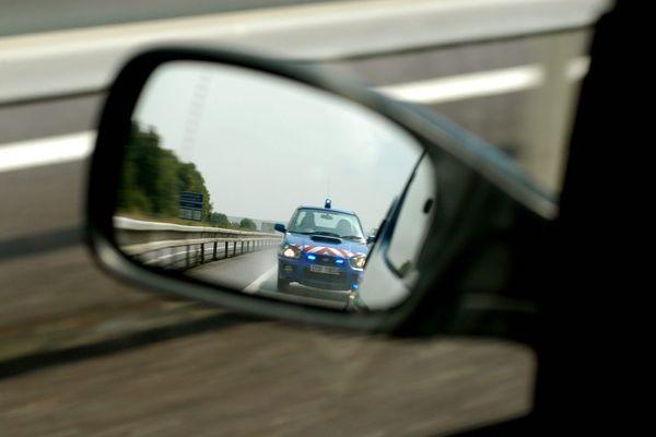 Les gendarmes du Tarn-et-Garonne ont choisi l'humour pour rappeler l'importance du coup d'oeil dans le rétroviseur avant de changer de direction