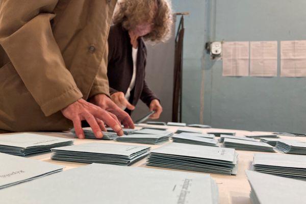 Dépouillement du second tour des élections régionales et départementales à Chateauponsac (Haute-Vienne), le 27 juin 2021