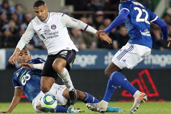 Le Racing Club de Strasbourg Alsace a battu le Toulouse FC à domicile 4-2 ce samedi