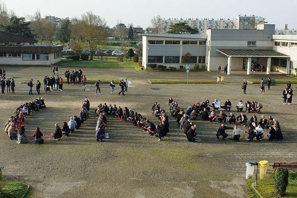 De nombreuses activités sont prévues ce lundi au lycée Bourdelle en signe de protestation.