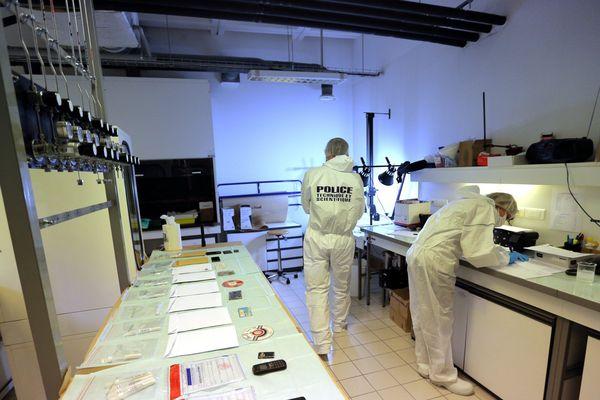 POLICE TECHNIQUE ET SCIENTIFIQUE A LYON LABORATOIRE D ANALYSE DES SCELLES