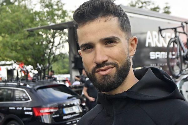 Nacer Bouhanni, équipe Arkéa Samsic, en reconnaissance à Landerneau pour le Tour de France 2021. Le 24 juin 2021.